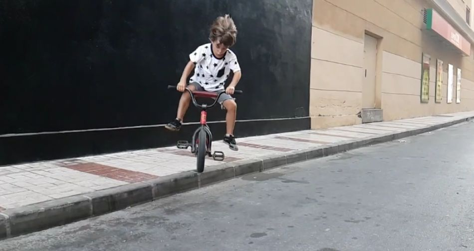 FATBMX KIDS! Best BMX clips of 4 year old Lucas from PlusSizeBMX