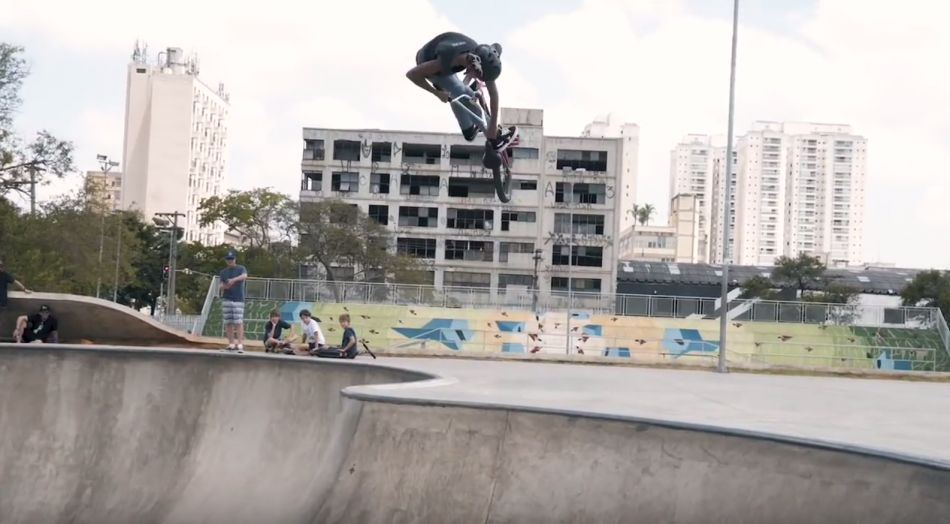 15 YEAR OLD BMXER ROASTS MASSIVE DIRT JUMPS - GUSTAVO DE OLIVEIRA