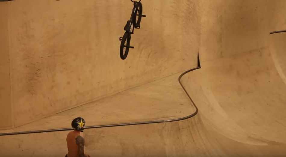 BMX Battle of Hastings / Hawk, Kerley, Kyle, Hoffmann, Lacey, Young & Love / Raw Webisode
