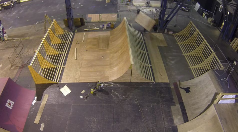 Matt Gillespie's Spine-mini ramp ( Build Time-lapse ) from Thunder Action Sports