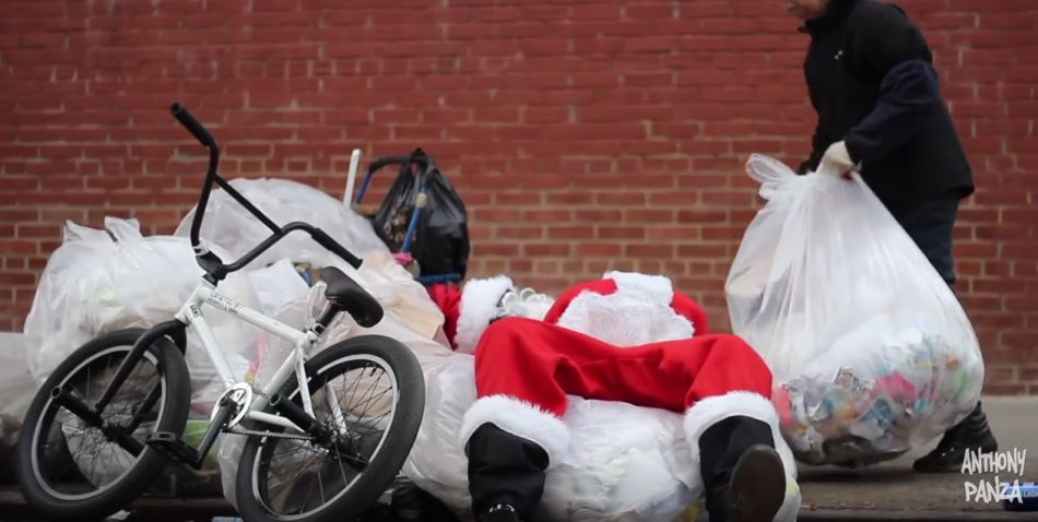 SANTA CLAUS TAKES OVER NYC ON A BMX BIKE!