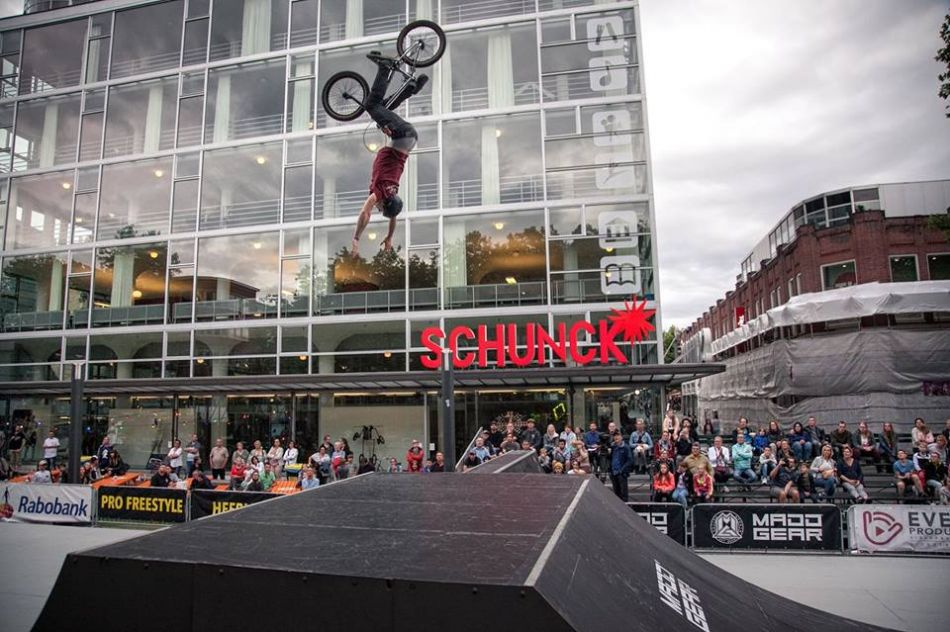 Pro Freestyle BMX Park Finals live on FATBMX tonight at 8PM
