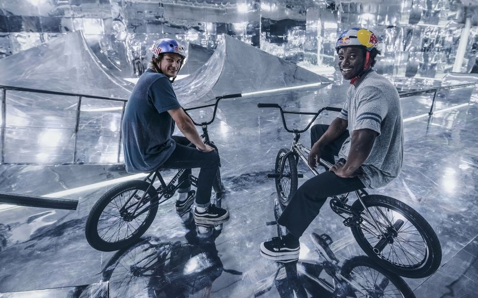 VIDEO: BMX LIMITS RAISED TO ANOTHER LEVEL IN A BIKEPARK COVERED IN MIRRORS