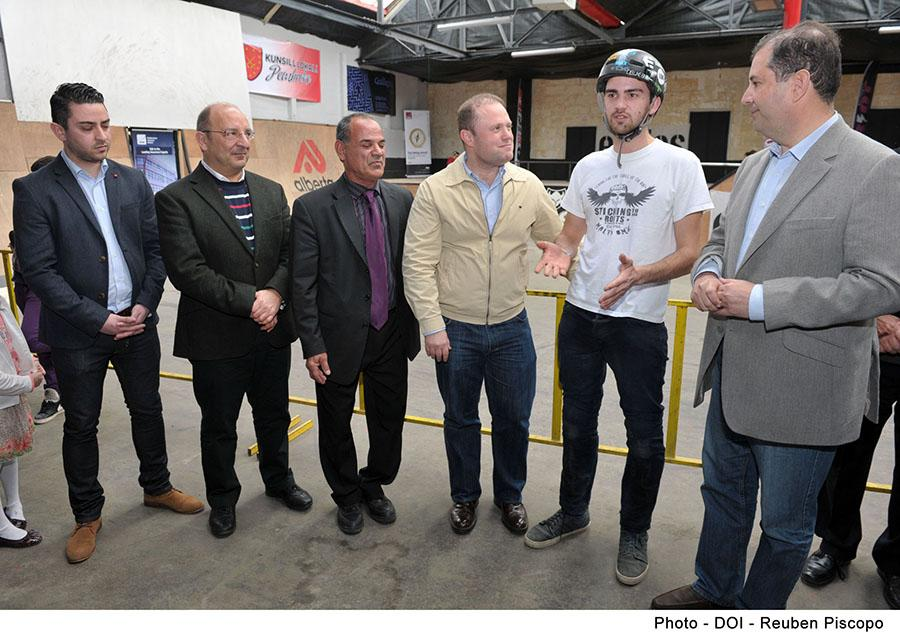 Photo with pm during opening of 086 bmx warehouse.