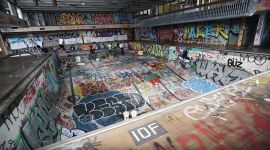 RIDING BMX INSIDE OF A CRAZY ABANDONED SCHOOL (GIANT EMPTY POOL)