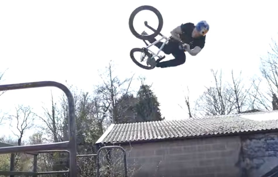 BMX HIGH AIR BATTLE IN CRAZY BOWL by Sebastian Keep