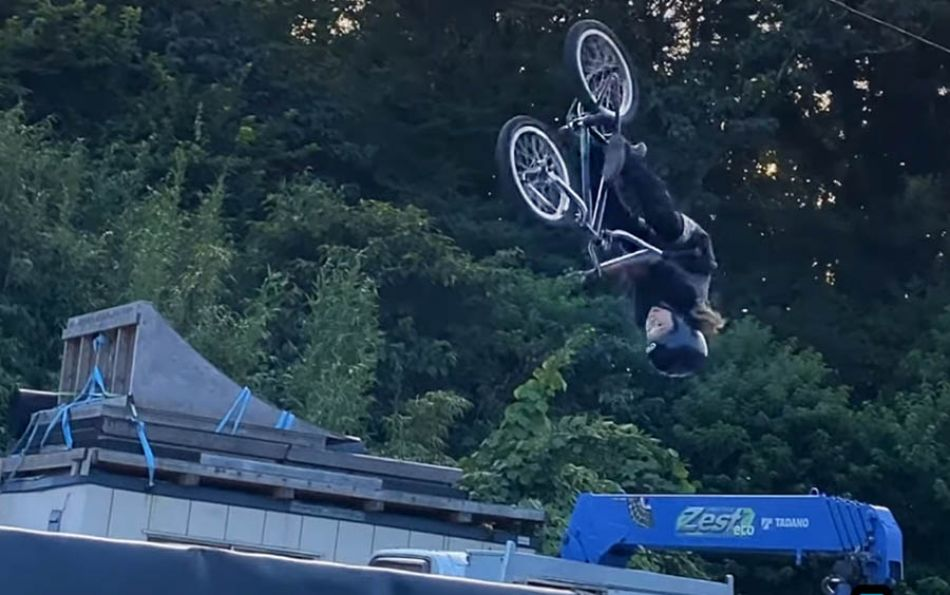 FATBMX KIDS: First time landed Flair barspin Aou 10 years old
